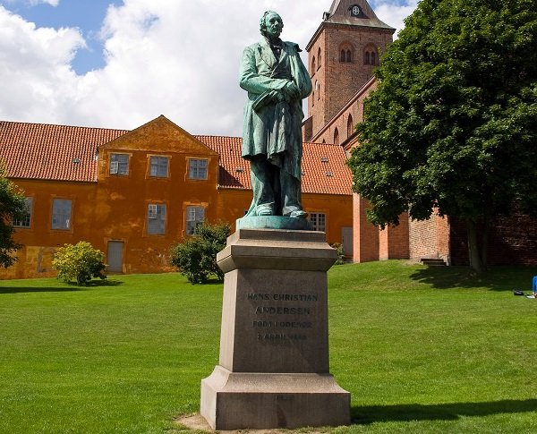 H.C Andersen statue i Odense