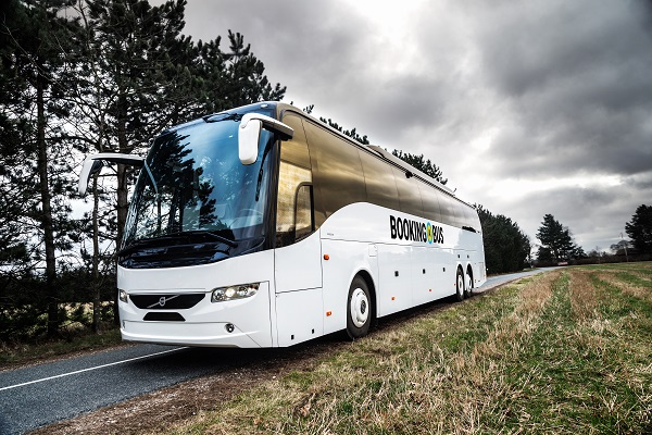 Bookingabus bus holder i vejkanten